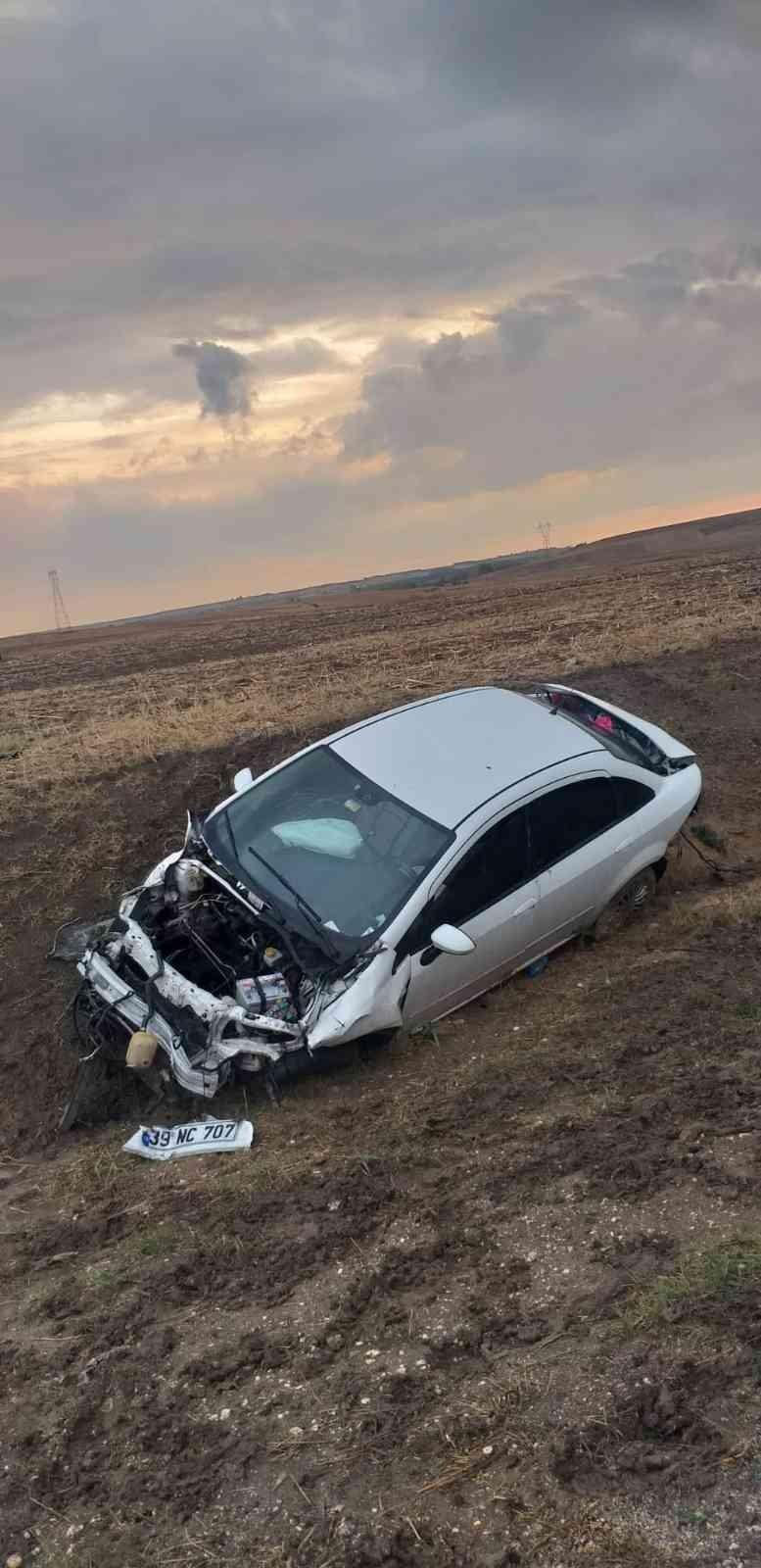 Kırklareli'de refüje çarpan araç tarlaya uçtu: 1 yaralı