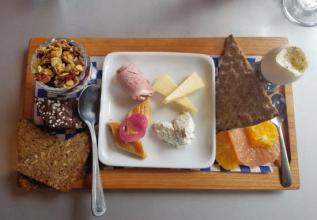 swedish-breakfast-bord