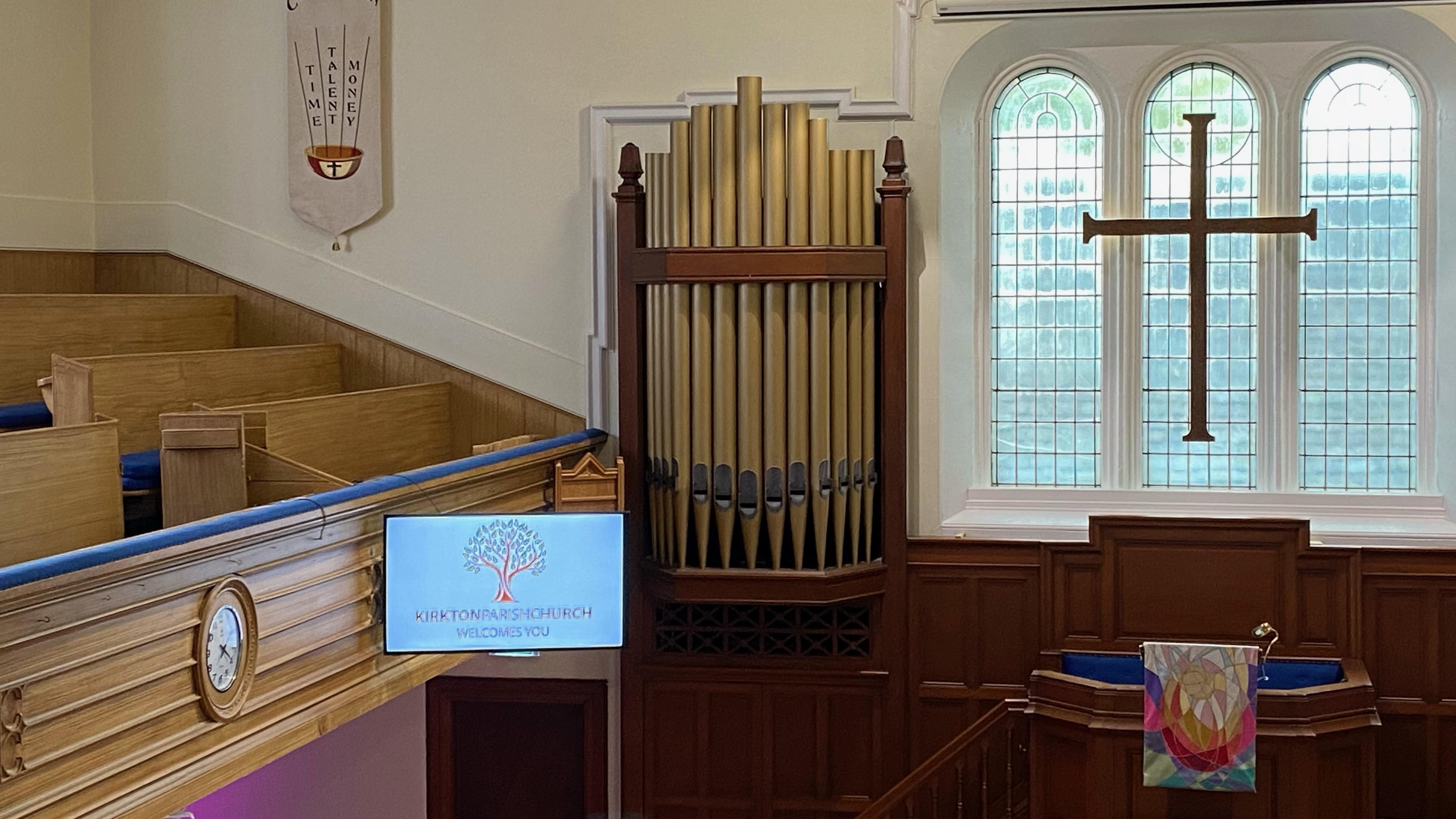 Kirkton Church Sanctuary - New Screens 4