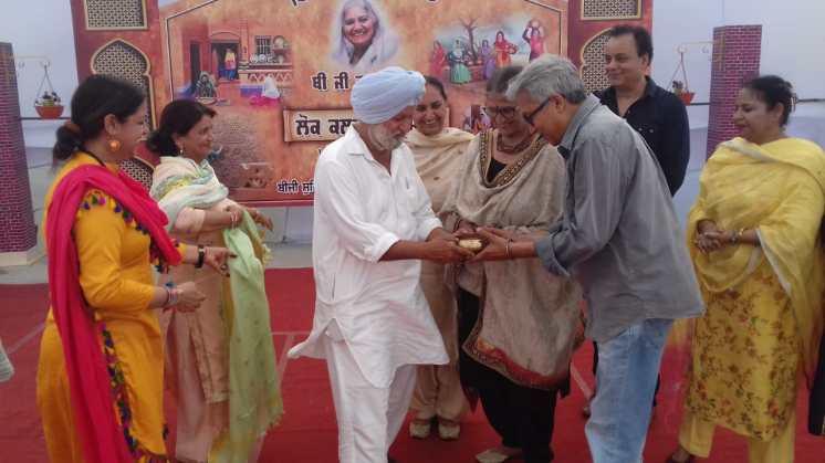Chairman Karamjit Singh mit Ehrengast Dr. Harjit Singh