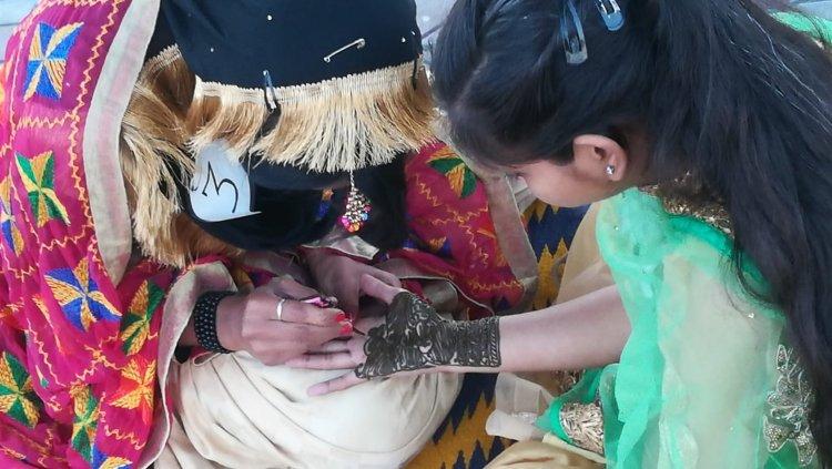 Mehndi-Hennabemalung