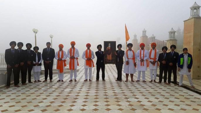 Morning ceremony in the Sarovar