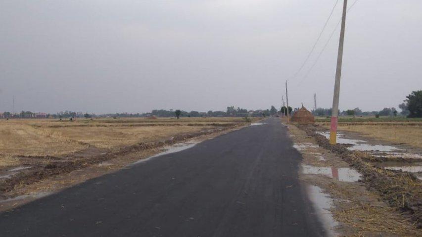 The freshly tarred road to Rahon