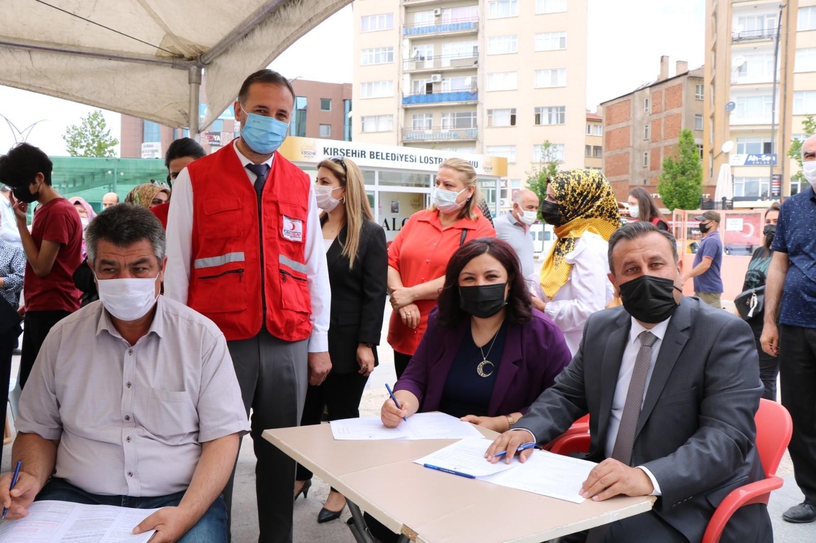 AK Parti'den, 'İyilik Kanımızda' sloganı ile kan bağış kampanyasına destek