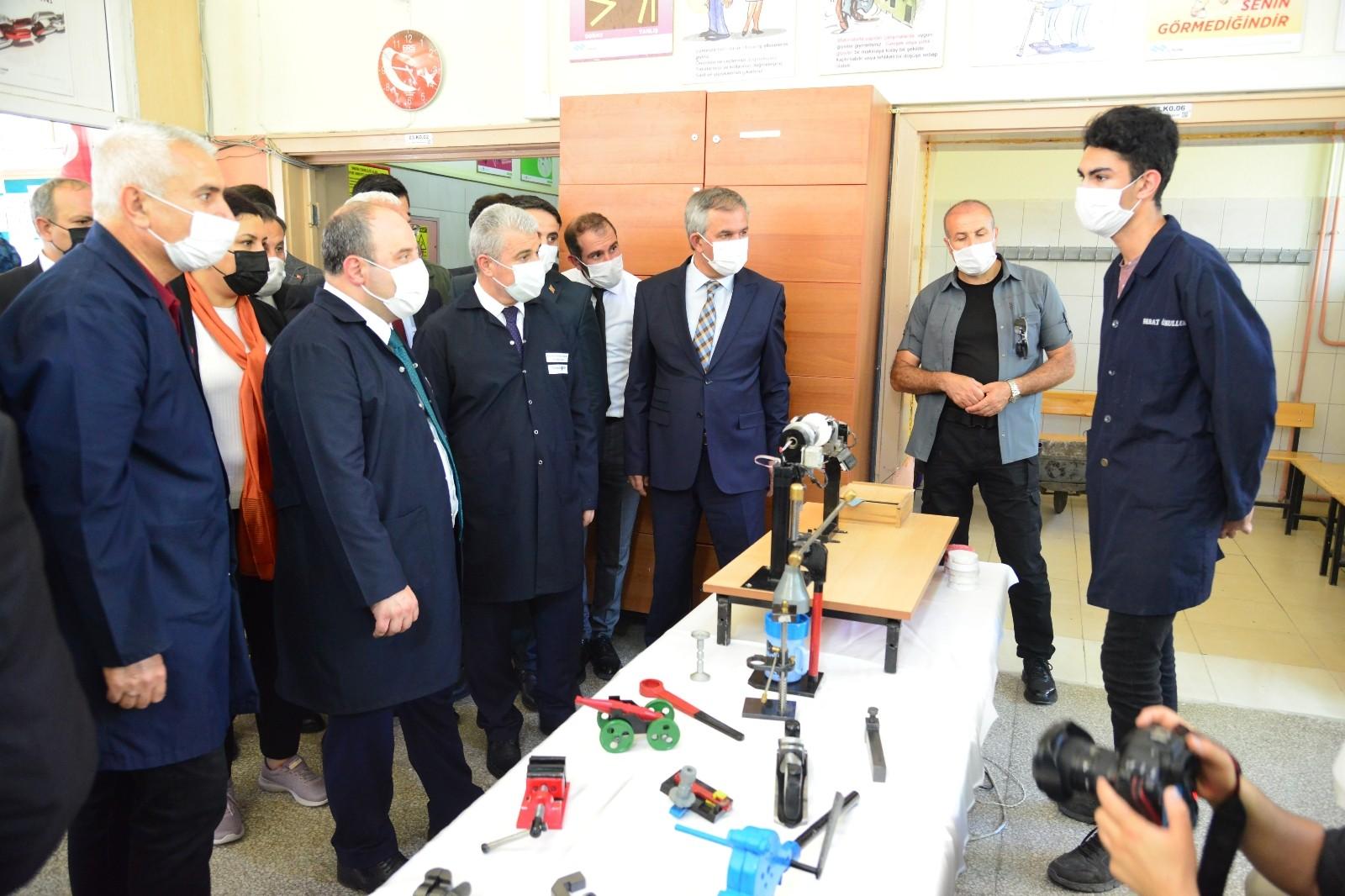 Bakan Varank, Kırşehir'de sanayici ve iş insanları ile bir araya geldi