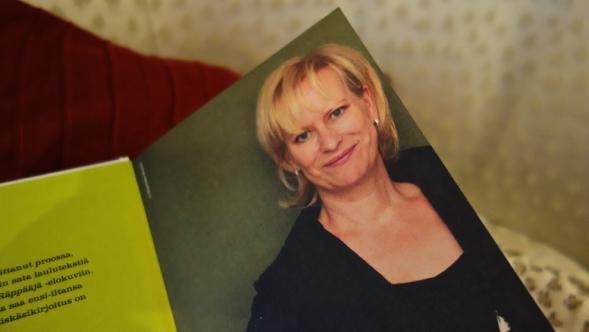Sinikka Nopola on monipuolinen kirjoittaja: proosaa, näytelmiä, kuunnelmia ja noin sata laulutekstiä. Hän  kirjoittaa aikuisten teokset yksin, mutta Risto Räppääjä -  ja Heinähattu ja Vilttitossu -sarjat yhdessä siskonsa Tiinan kanssa.