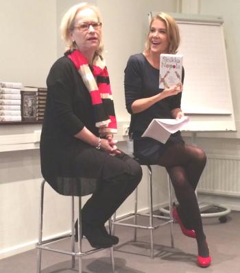 Sinikka Nopola oli Ella Kannisen haastateltavana Bonnierin bloggaribrunssilla Kirjamessuilla 2014.