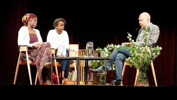 Nura Farah Helsingistä ja Nadifa Mohammed Lontoosta kertovat Somaliasta sukujensa tarinoiden kautta. Haastattelijana Heikki Aittokoski.