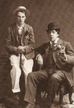 Lord Alfred Douglas ja Oscar Wilde ennen oikeudenkäyntiä vuonna 1894.