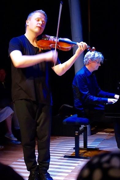 Pekka Kuusisto ja Emil Holmström esittivät Sibeliusta Ainon piirissä -konsertissa.