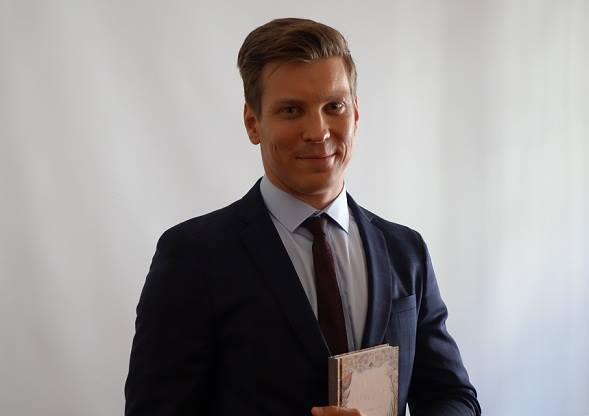 Antti Holma Otavan tiedotustilaisuudessa