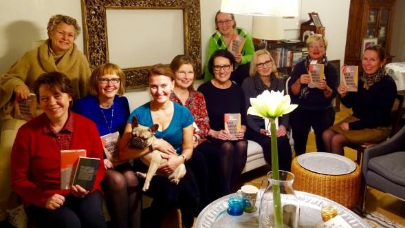 Kirsin Book Clubin marraskuun kokoontumisessa oli bonuksena Alexa, ranskanbulldoggipentu.