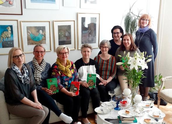 Kirsin Book Club kokoontui huhtikuussa Pirjon kotona Haagassa.