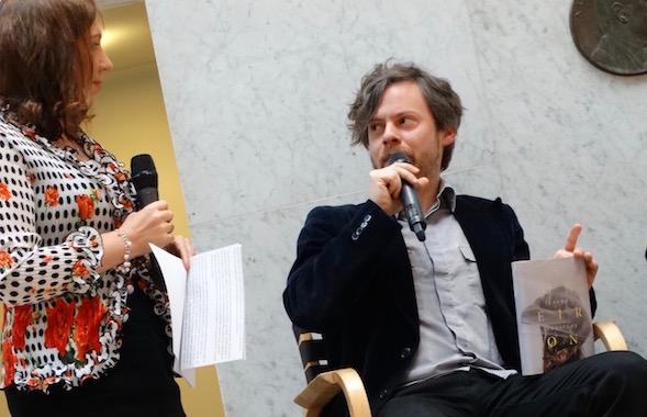 Laura Lindstedt oli Amerikassa, joten Jussi Tiihonen Teokselta oli vastaamassa kysymyksiini Oneironin tiimoilta.