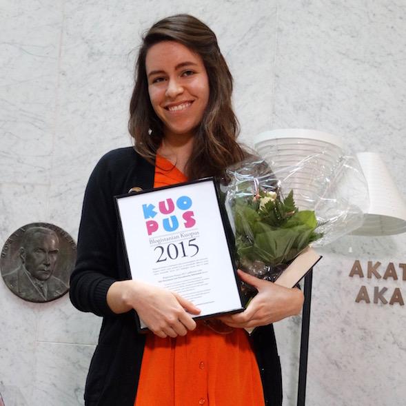 Siiri Enoranta voitti Blogistanian Kuopus -palkinnon kirjallaan Surunhauras, lasinterävä.