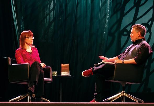 Aikuisten kirjailijoiden lavasäteilyä, Katri Lipson ja Tommi Kinnunen.