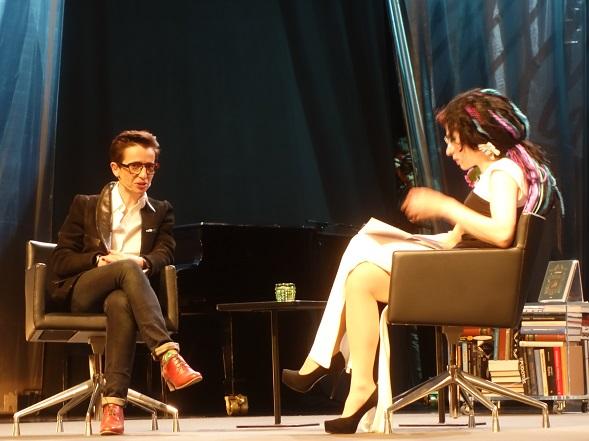 Masha Gessem ja Sofi Oksanen Helsinki Litin lavalla.