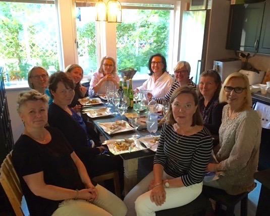 Kirsin Book Club kokoontui Sasun kotona Marjaniemessä.