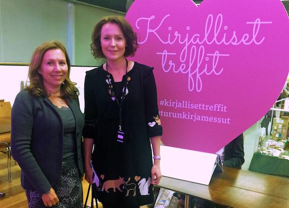 Kirsin jo perinteeksi muodostunut kirjamessukuva yhdessä Jenni Haukion kanssa.