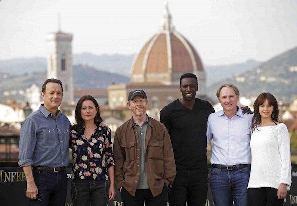 Vasemmalta Tom Hanks, Sidse Babett Knudsen, ohjaaja Ron Howard, Omar Sy, Dan Brown ja Felicity Jones.