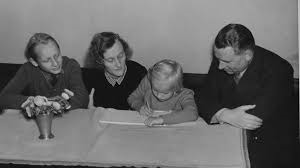 Lindgrenin perhe: Lars eli Lasse, Astrid, Karin ja Sture.