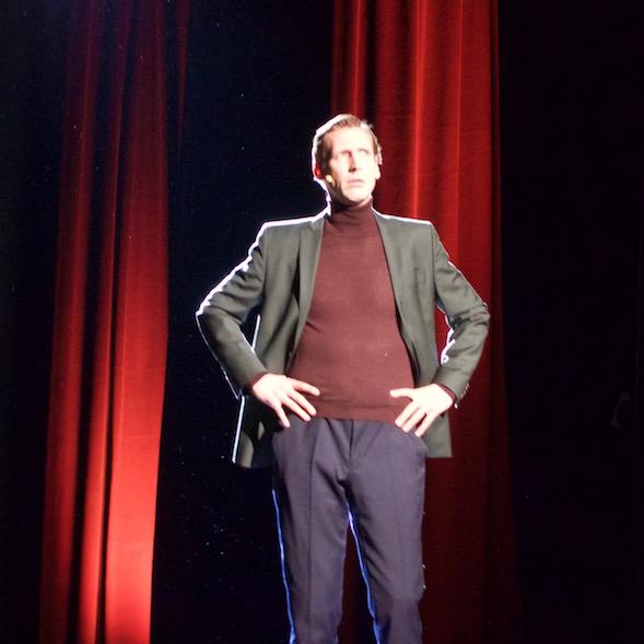 Pekka Strang puhui Jörn Donnerin suulla. Kohta hänet nähdään elokuvassa Tom of Finlandina.