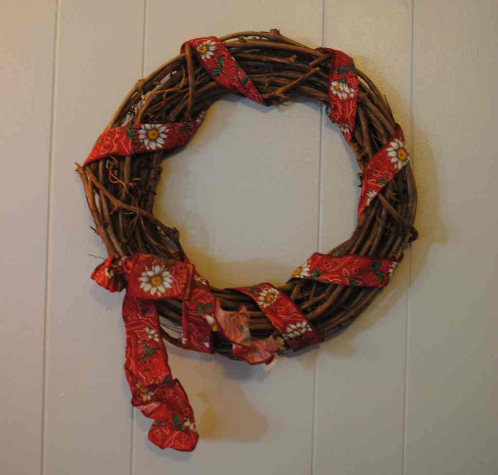 Budget Decor Wreath: the BEFORE
