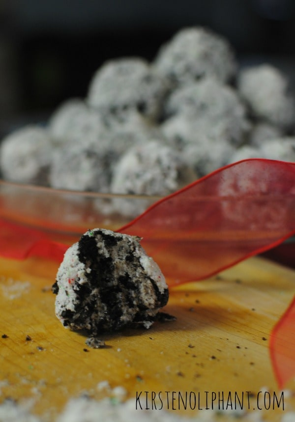 Great for Christmas gifts: Peppermint Oreo Snowballs.