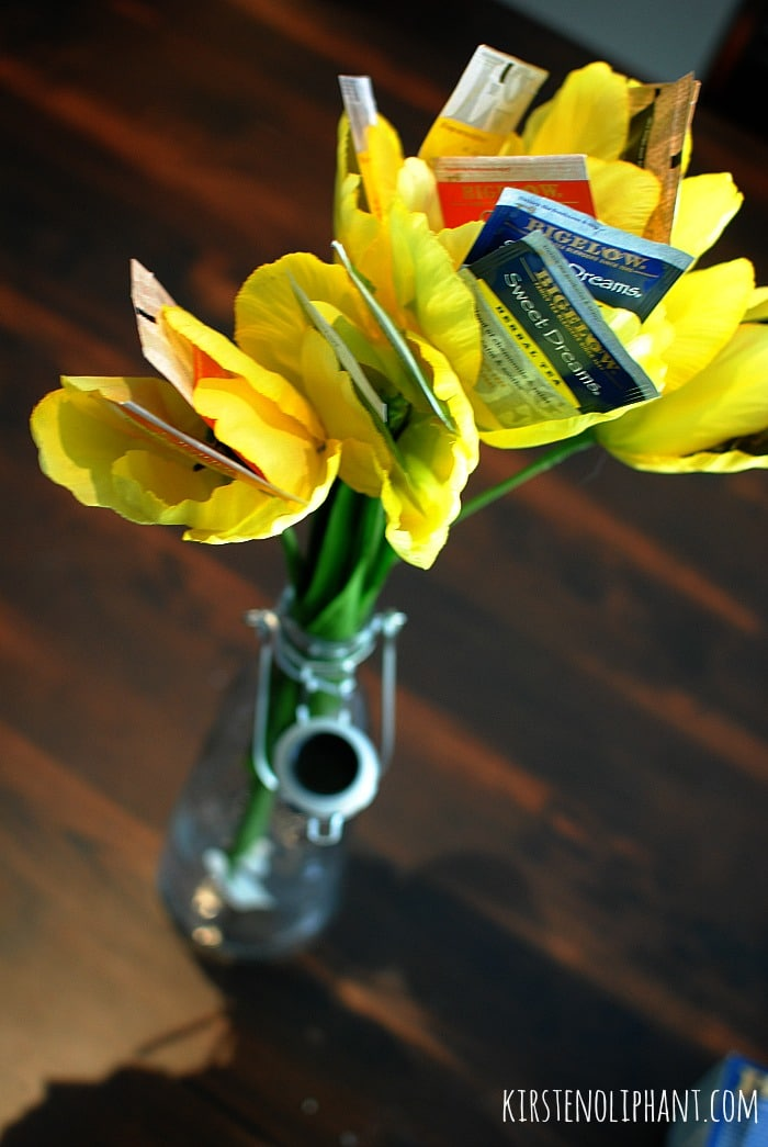 Easy to make and a special gift for mom: Bigelow tea bouquet. #AmericasTea #shop