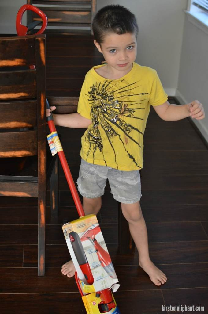 Get your kids excited about cleaning with the O-Cedar Pro Mist. #CleanForTheHolidays #ad