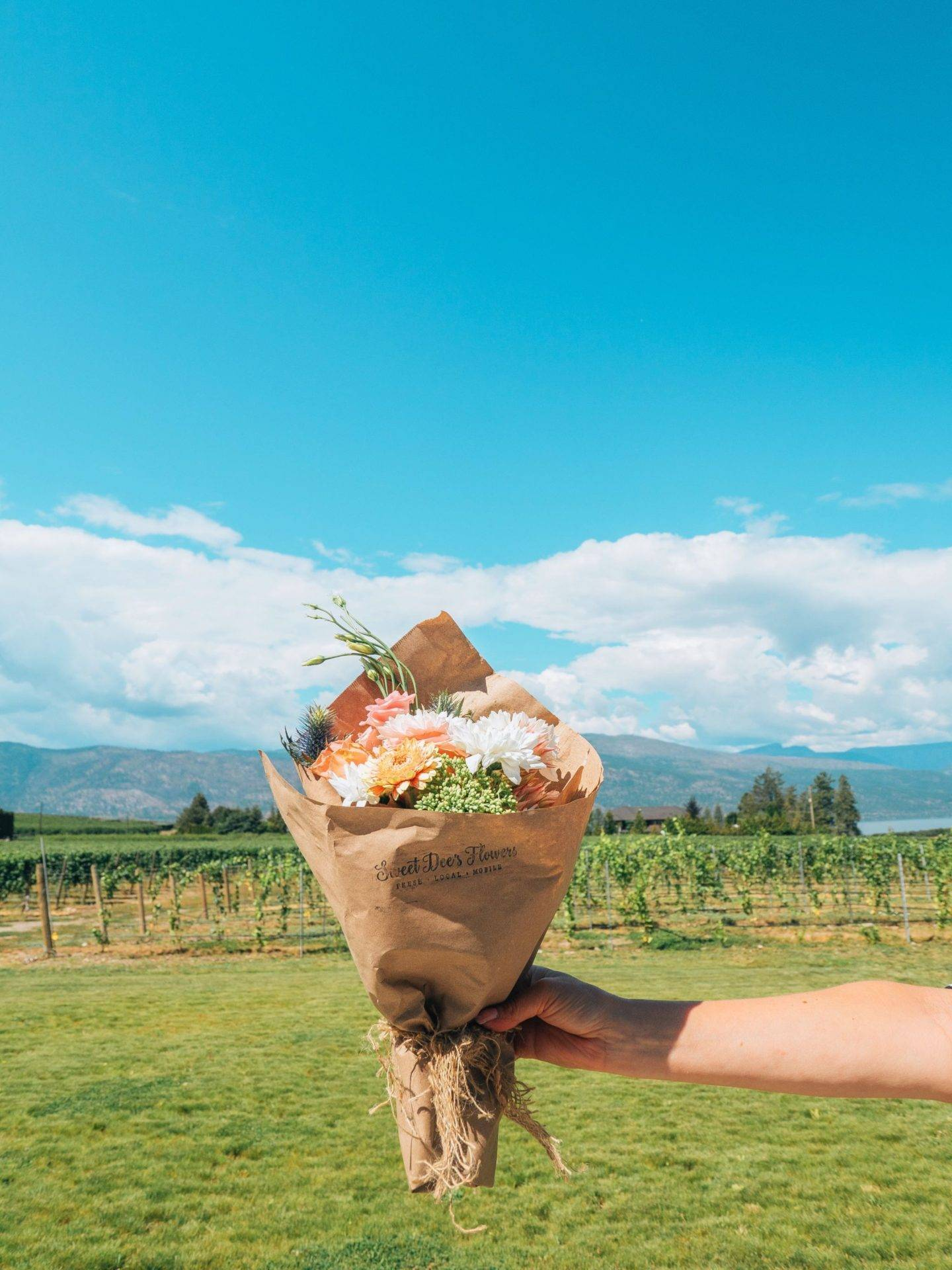 Looking for the most beautiful Instagrammable places in Kelowna? Check out this guide to find the best photography spots in Kelowna! Pictured here: Sweet Dee's Flower Truck
