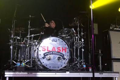Slash-ConcordMusicHall-Chicago_IL-20150518-KirstineWalton018