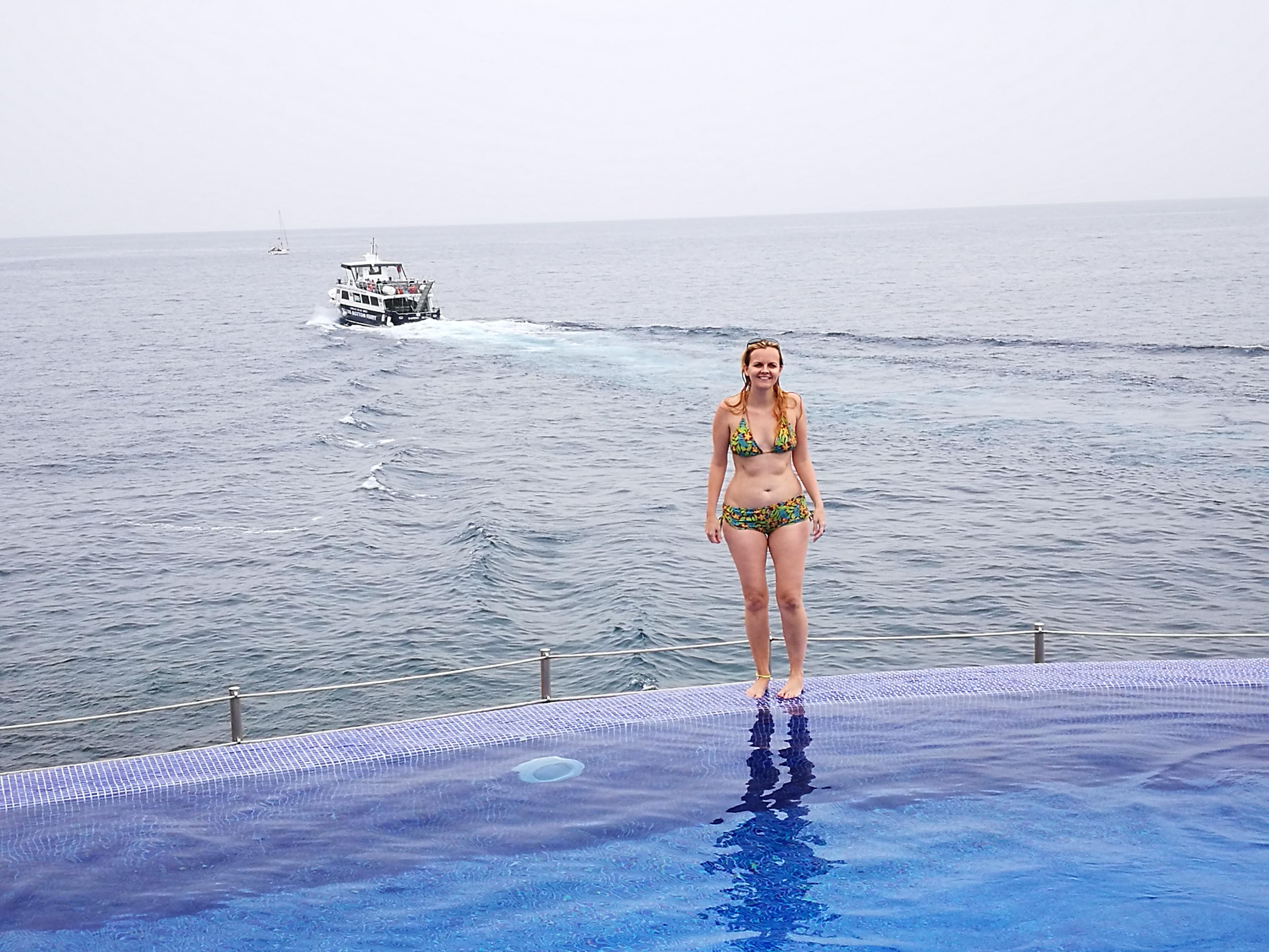 Bikini Holiday Body Pool with sea view
