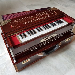 Temple Harmonium – English Reeds