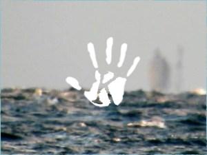 Szellemhajó úszott be a megdöbbent riporter kamerája elé
