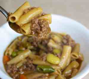 Now that the evenings are beginning to cool off I am returning to my comfort foods. This one pot ground beef and noodle casserole really hits the spot.