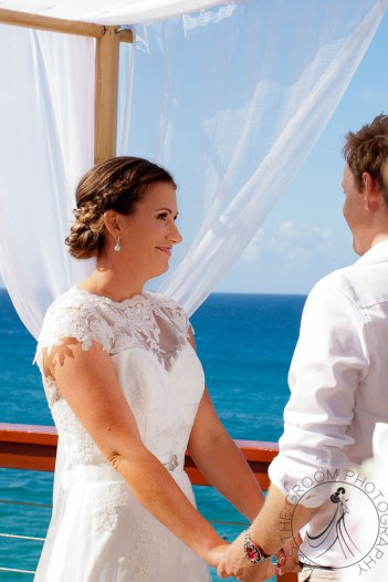 pat-fagan-park-kirra-beach-wedding-kiss-the-groom-photography-0445