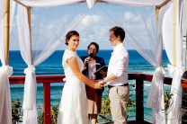 pat-fagan-park-kirra-beach-wedding-kiss-the-groom-photography-0500