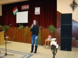 Kléman Alexandra énekel