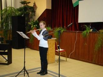 Hegedűs Gabriella fuvolázik