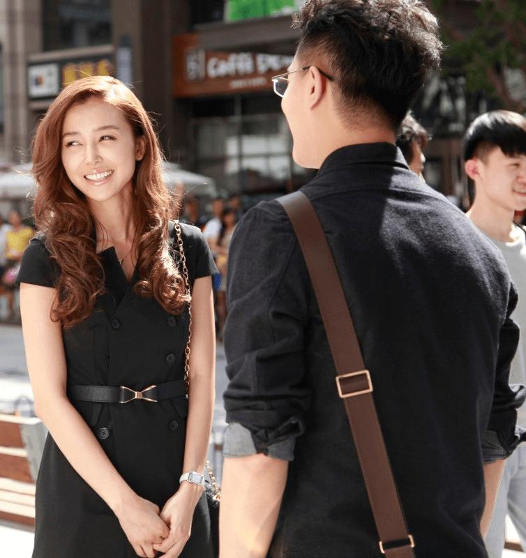 Разговор двух людей на улице