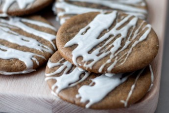 a platter of iced gingerbread cookies