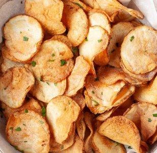 Wie man Kartoffelchips in der Heißluftfritteuse macht