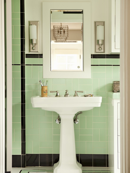 porcelain-pedestal-sink-with-accent-color