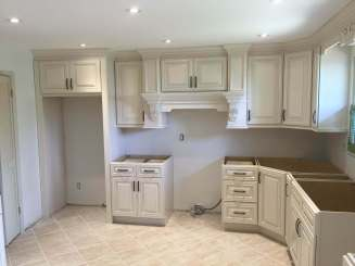 Ongoing Installation of kitchen cabinets withouth countertop