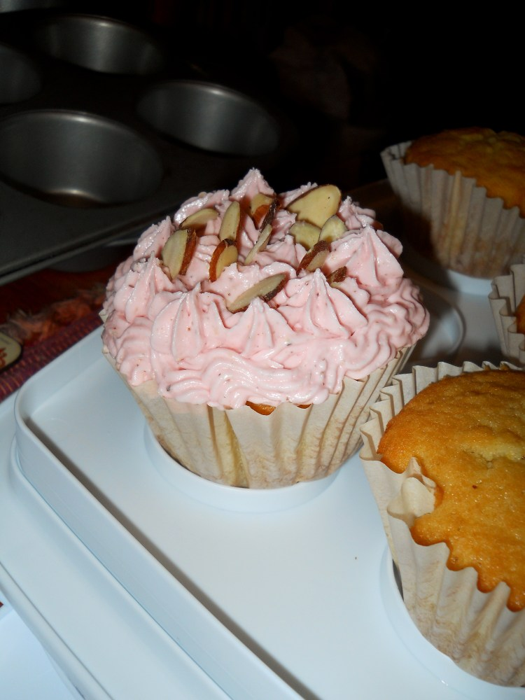 Awesome Almond Cupcakes (6/6)