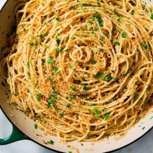 Easy Spicy Garlic Spaghetti