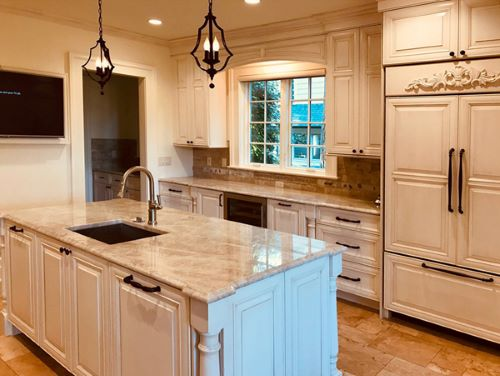 Traditional kitchen design with island