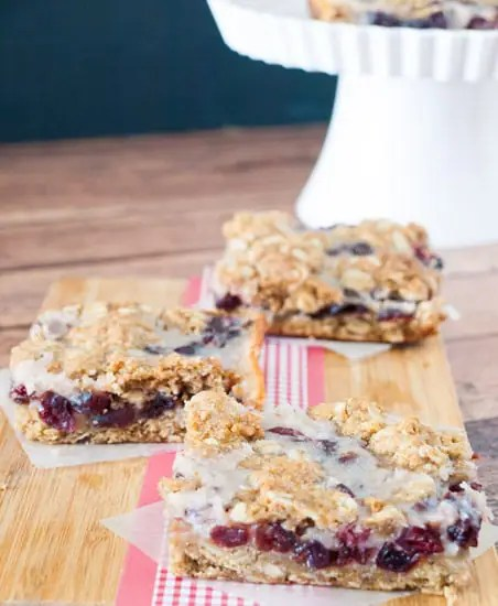 Cranberry Oatmeal Bars have just the right amount of sweetness to satisfy your craving! |kitchenDreaming.com |