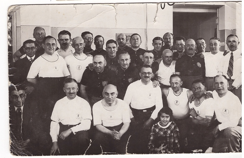 Kitchener camp, Leopold Weil. Leopold is 8th from the left (including the three men in white shirts)